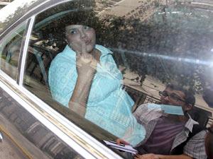 Dilma Rousseff deixa a casa do cardiologista Roberto Kalil após reunião com médicos