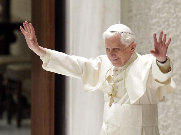 O Papa Bento XVI após audiência com novos cardeiais nesta segunda-feira (22) no Vaticano.
