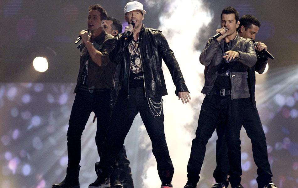 A boy band New Kids on the Block faz show no American Music Awards 2010 (Foto: Matt Sayles/AP)