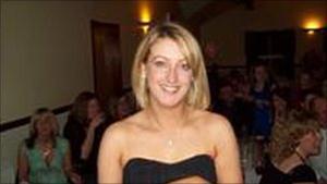 Katy Hayward - Estima-se que apenas uma em cada mil mulheres com menos de 30 anos passe pela menopausa