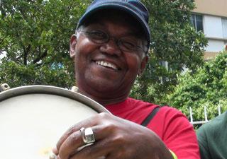 Ovídio Brito tinha acabado de se apresentar em um shoe de samba.