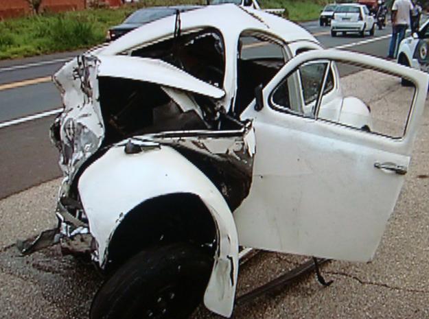 Veículo ficou totalmente destruído após colisão em rodova do interior de São Paulo