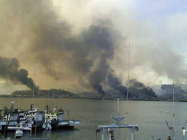 Fumaça na ilha de Yeongpyeong, de cerca de 1.300 habitantes.