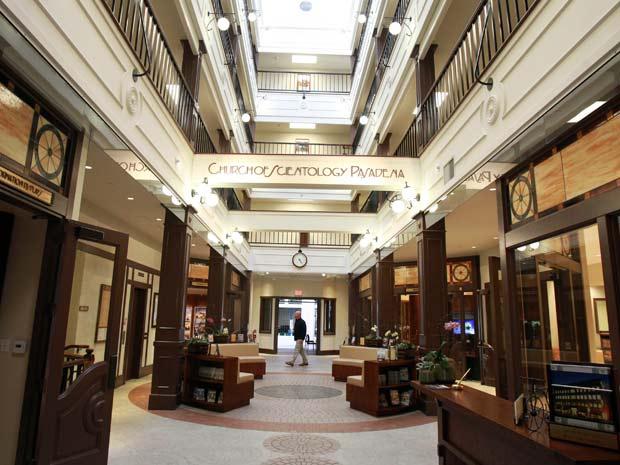 Lobby da igreja da Cientologia em Pasadena, a mais recente sede da religião que pretende ter 50 novos centros pelo mundo