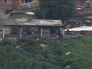Bandidos armados na vila cruzeiro