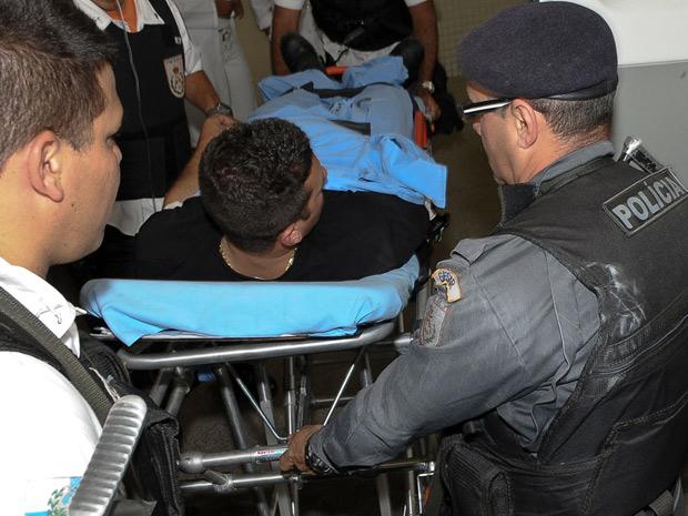 Policial baleado durante uma operação no Morro da Fé, na Penha, zona norte do Rio de Janeiro