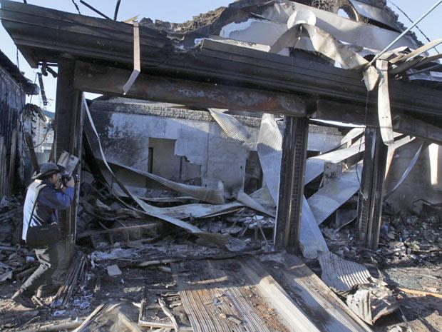 Fotógrafo registra casa destruída por ataque na ilha Yeonpyeong