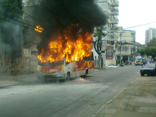 Ônibus incendiado no Estácio