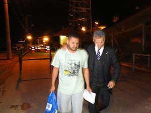 Motorista do goleiro Bruno, Flávio Caetano de Araújo, deixa a Penitenciária Nelson Hungria, na companhia do advogado Antônio da Costa Rolim.