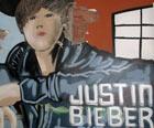 Chefe do tráfico tinha quadro de Bieber na casa (Carolina Iskandarian/G1)