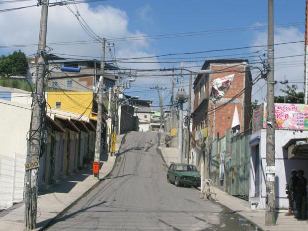 Rua vazia no Complexo do Alemão, por volta das 9h