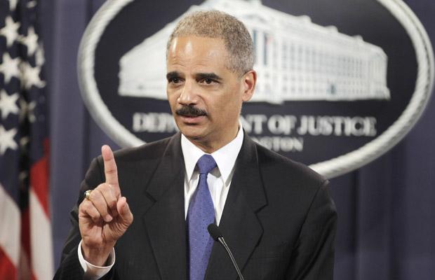 O secretário de Justiça dos EUA, Eric Holder, dá entrevista nesta segunda-feira (29) em Washington.