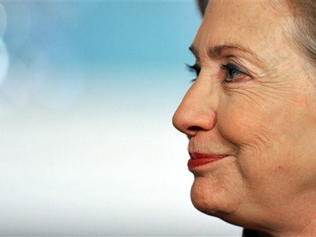 A secretária de Estado dos EUA, Hillary Clinton, durante encontro com o premiê da Turquia nesta segunda-feira (29) em Washington.