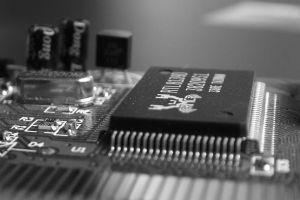 Chama-se firmware a programação do chip que controla a operação de um hardware. É ele que os vírus podem atacar.