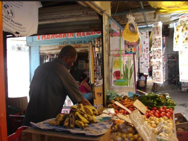 Dono de barraca de legumes diz que teve prejuízo de R$ 1.200