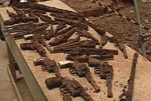 Armas e peças antigas encontradas em BH