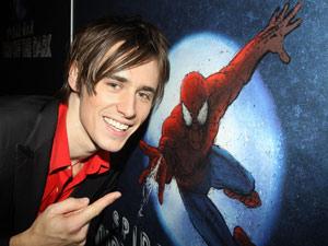 O ator Reeve Carney, que interpreta o herói da montagem de 'Home-Aranha'