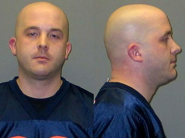 Justin Paglusch foi indiciado por exposição indecente e má conduta.