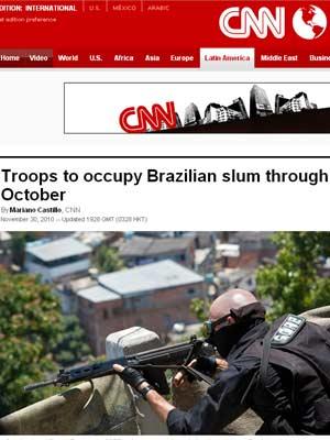 Página da rede de TV CNNdestaca a presença das forças de segurança no Complexo do Alemão