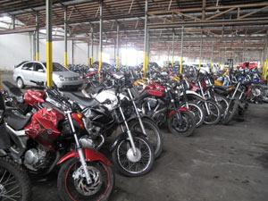 Mais de 400 motos apreendidas em operação vão para depósito no Rio