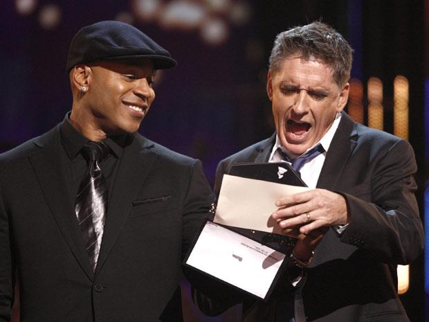 L.L. Cool J (à esquerda) e Craig Ferguson anunciam os indicados para 'álbum do ano' durante cerimônia do Grammy
