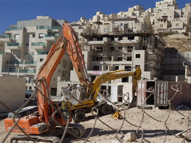 Obras do assentamento israelenses de Har Homa, em subúrbio de Jerusalém Oriental, próximo a Belém, nesta quinta-feira (2).