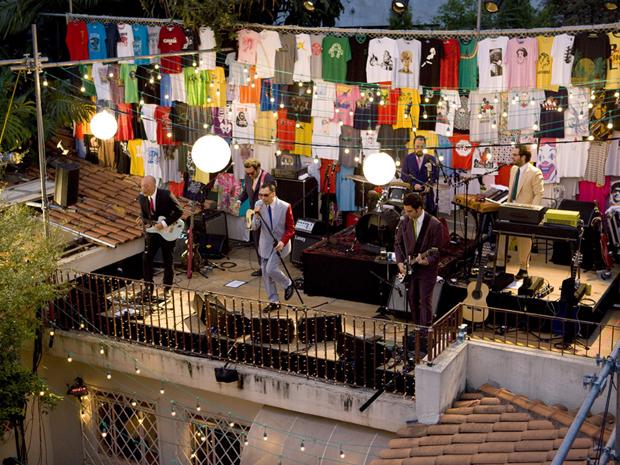 O terraço da casa de Arnaldo Antunes se transformou em palco