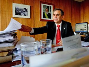 Gilberto Carvalho, chefe de gabinete de Lula e futuro ministro de Dilma, em seu gabinete no Palácio do Planalto