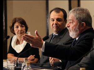 Presidente Lula, o governador do Rio de Janeiro, Sérgio Cabral, e o ministro Franklim Martins durante entrevista a correspondentes internacionais