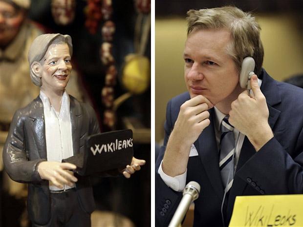 O fundador do site WikiLeaks, o australiano Julian Assange (dir), e sua representação em presépio de Nápoles