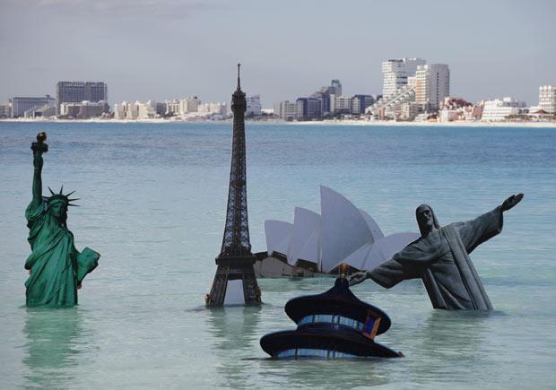 COP protestos monumentos 2 (Foto: Eduardo Verdugo / AP Photo)