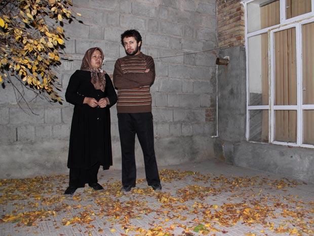 Suposta foto de Sakineh Mohammadi-Ashtiani e seu filho. A condenada a apedrejamento que teria sido libertada, segundo informações não-oficiais