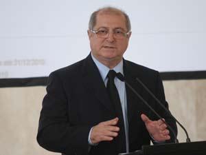 O ministro do Planejamento, Paulo Bernardo, dircursa durante balanço do PAC, nesta quinta-feira (9)