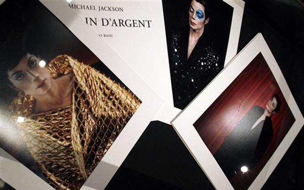 Fotografias de Michael Jackson que irão a leilão em Paris.