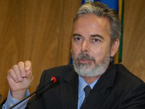 O secretário-geral do Ministério das Relações Exteriores, embaixador Antônio Patriota, durante entrevista sobre o seminário Novas Estruturas da Governança Global, em abril deste ano