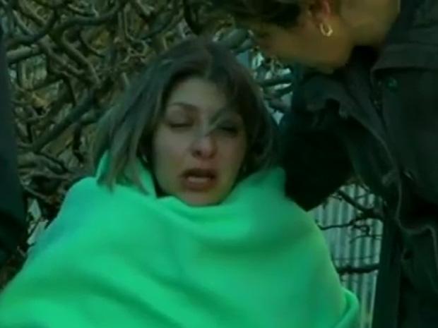 Mãe aguarda notícias durante o sequestro nesta segunda-feira (13) em Besançon.
