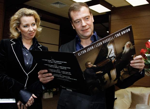 http://s.glbimg.com/jo/g1/f/original/2010/12/13/elton-medvedev.jpg