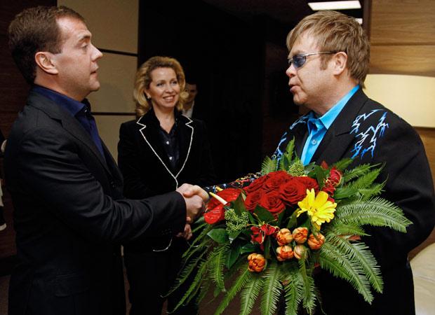 http://s.glbimg.com/jo/g1/f/original/2010/12/13/elton-medvedev2.jpg