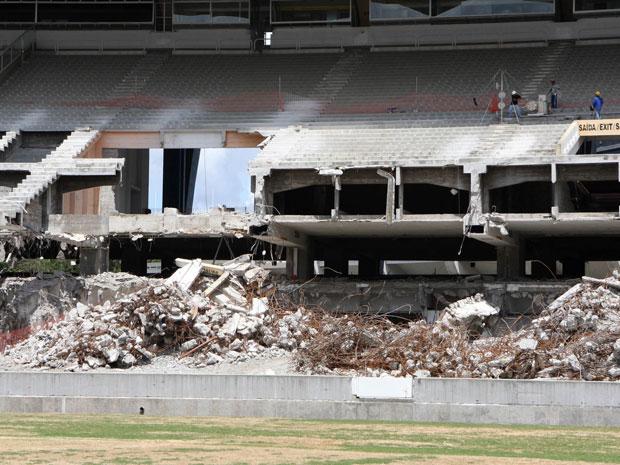 Começa a demolição do anel superior do Maracanã