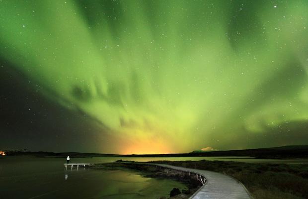 Auroras são mais claras que o luar, relata o autor.