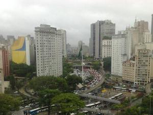Trânsito é intenso no Vale do Anhangabaú