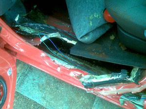 Maconha foi encontrada escondida em assoalho de veículo, no Paraná