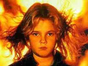 Drew Barrymore em detalhe do cartaz do filme 'Chamas da vingança', de 1984