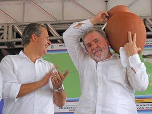 O presidente Lula ao lado do governador de Pernambuco, Eduardo Campos, em evento enm Salgueiro (PE) nesta terça (14)