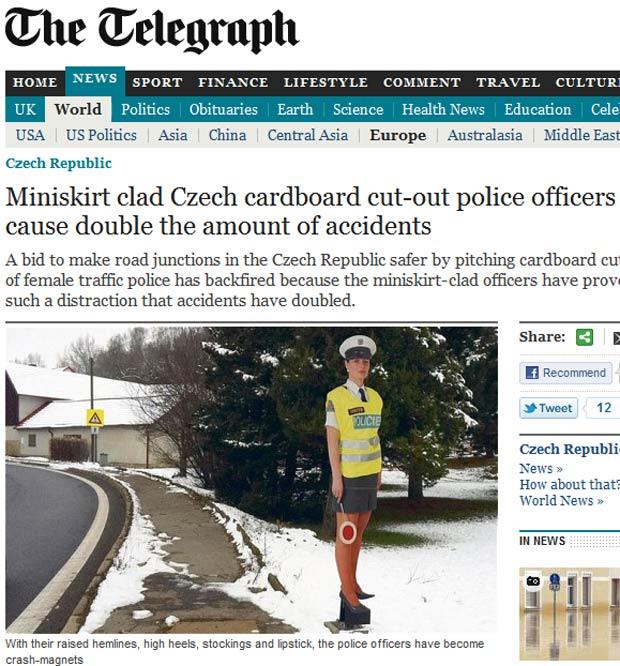 'Policiais' de minissaia falharam na tentativa de reduzir os acidentes.