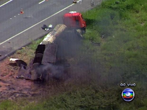 Tanque de carreta carregada com álcool explodiu e uma pessoa morreu