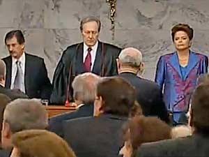 A presidente eleita, Dilma Rousseff, ao lado do presidente do TSE, Ricardo Lewandowski, durante cerimônia de diplomação