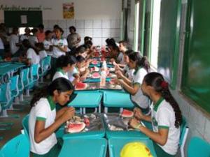 Alunos de centro de ensino médio de tempo integral em Guaribas (PI)