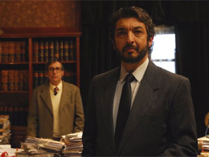 Ricardo Darín (à direita) em cena do argentino 'O segredo dos seus olhos'