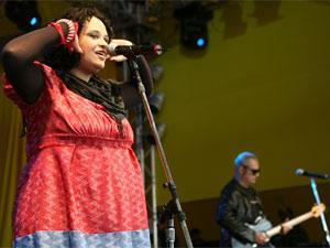 A paulistana Tulipa Ruiz durante show no festival SWU